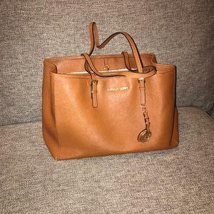 MICHAEL KORS Shoulder Tote Purse. Brown Leather!